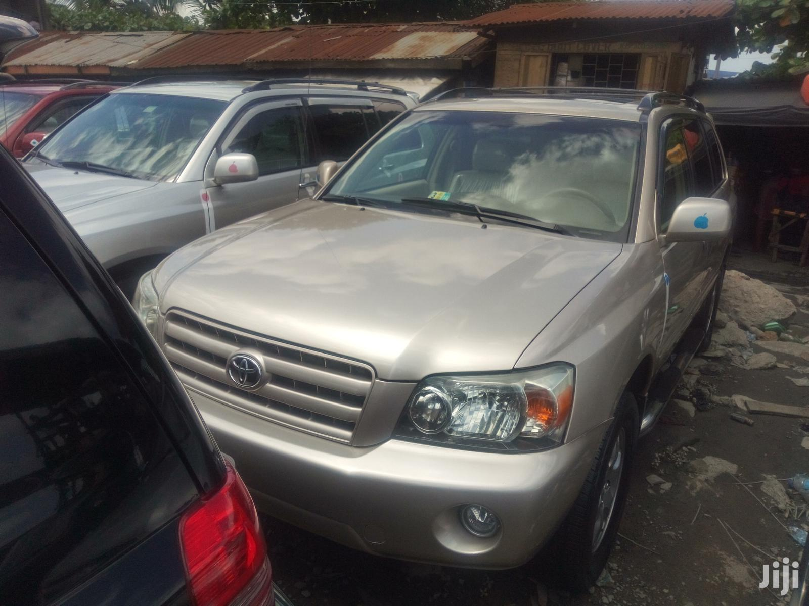 Toyota Highlander 2004 Gold   Cars for sale in Apapa, Lagos State, Nigeria
