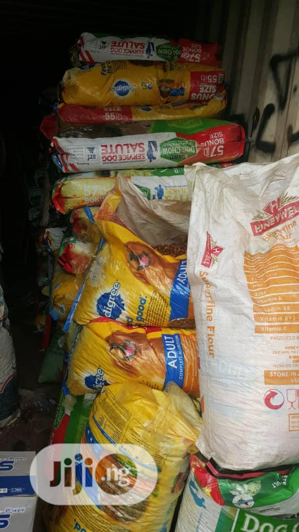 Dog Foods Available In Huge Quantities Dog Chow And Pedigree