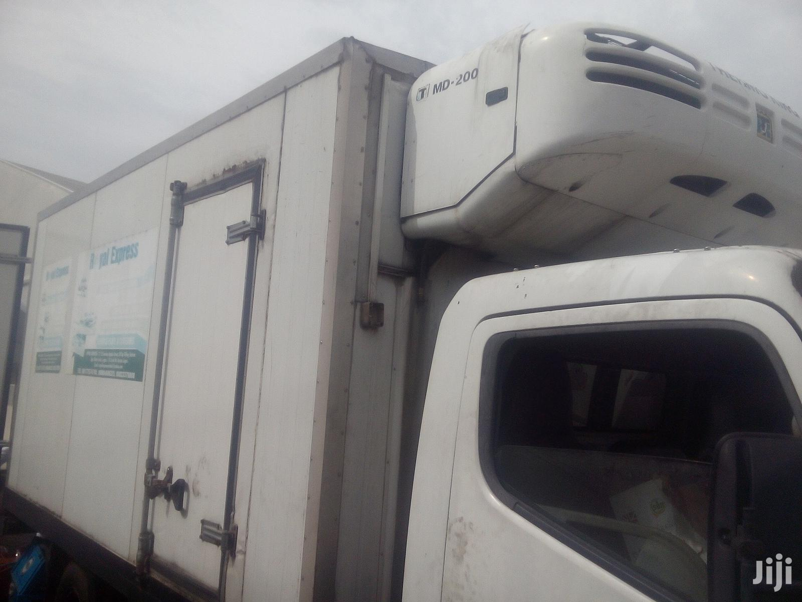 Tokunbo Japanese Mitsubishi Fuso Canter Freezer Truck 2006 White | Trucks & Trailers for sale in Ikotun/Igando, Lagos State, Nigeria