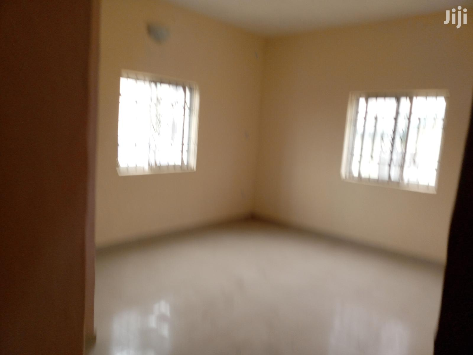 Spacious & Neat 3 Bedroom Flat at Liverpool Estate Satellite Town for Rent. | Houses & Apartments For Rent for sale in Amuwo-Odofin, Lagos State, Nigeria