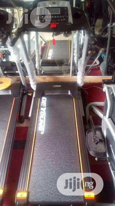 German 2.5hp Treadmill With Massager And Incline