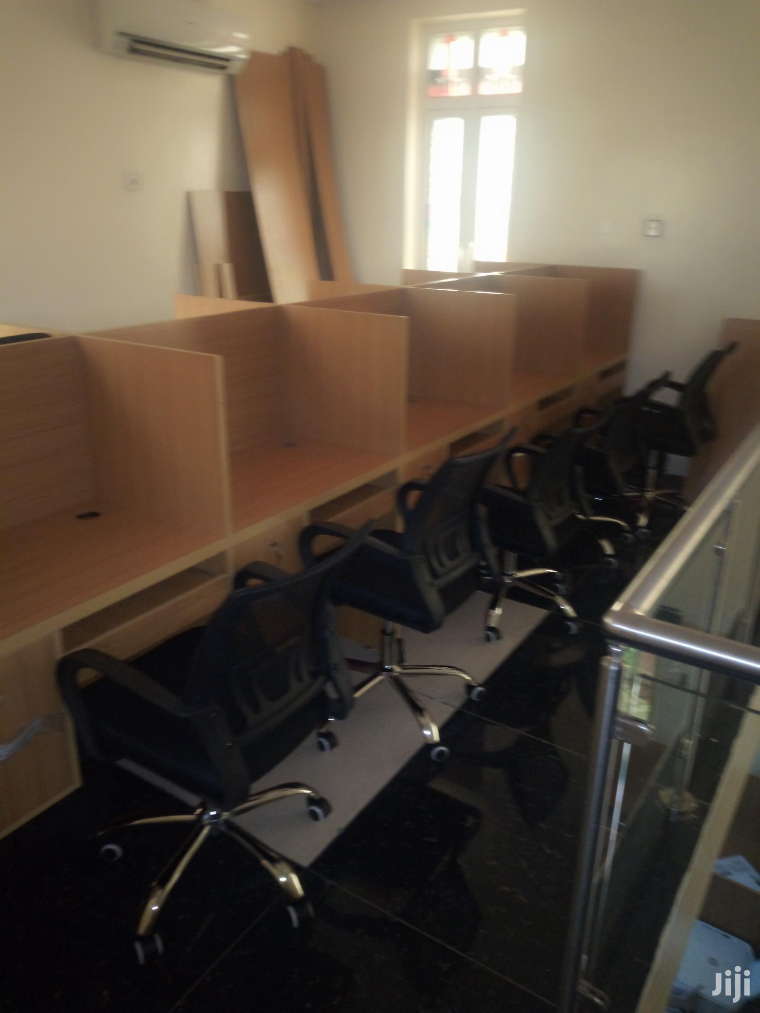 Computer Training Tables and Economic Mesh Office Chairs
