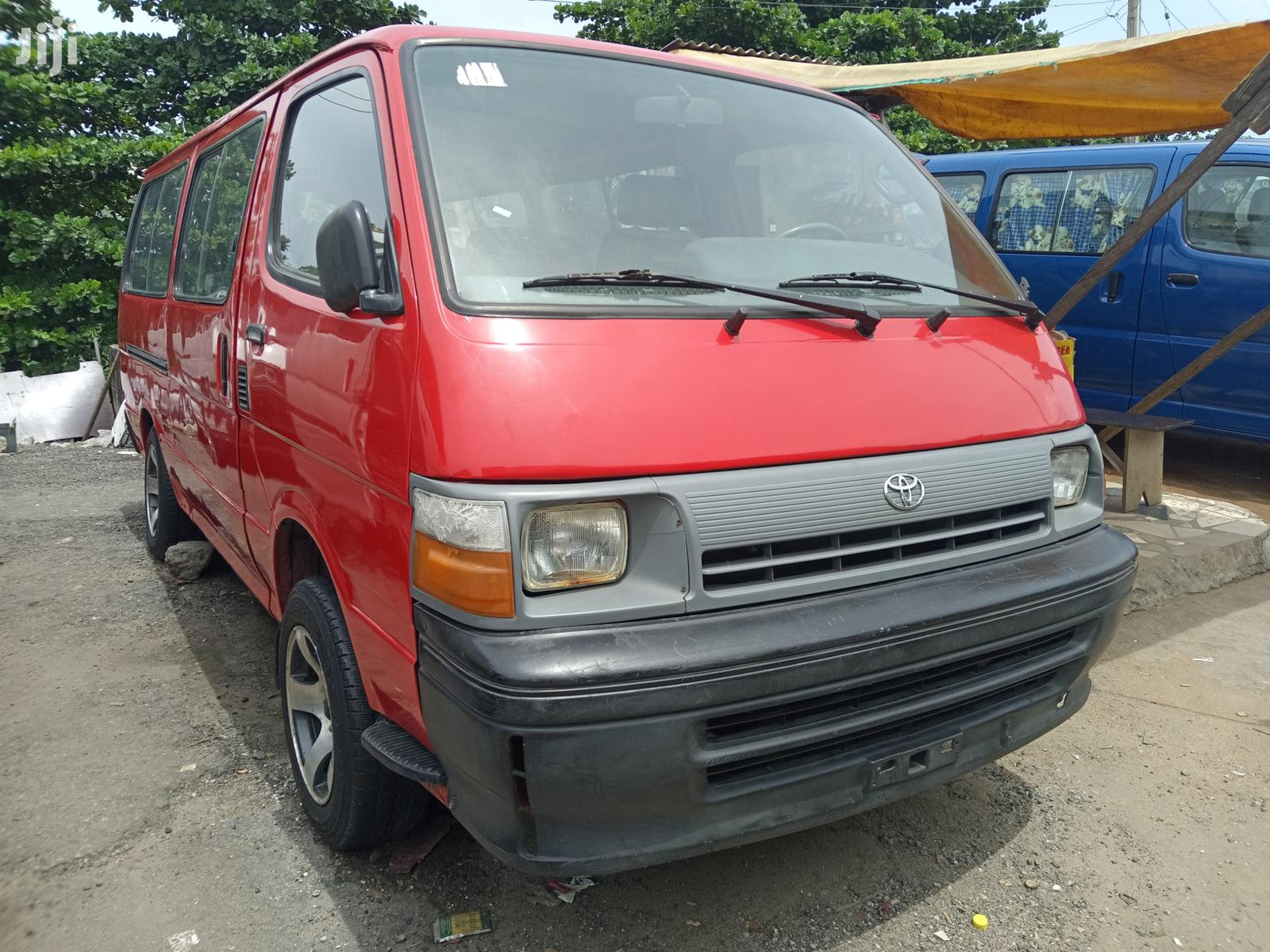 Toyota HiAce 1999 Red