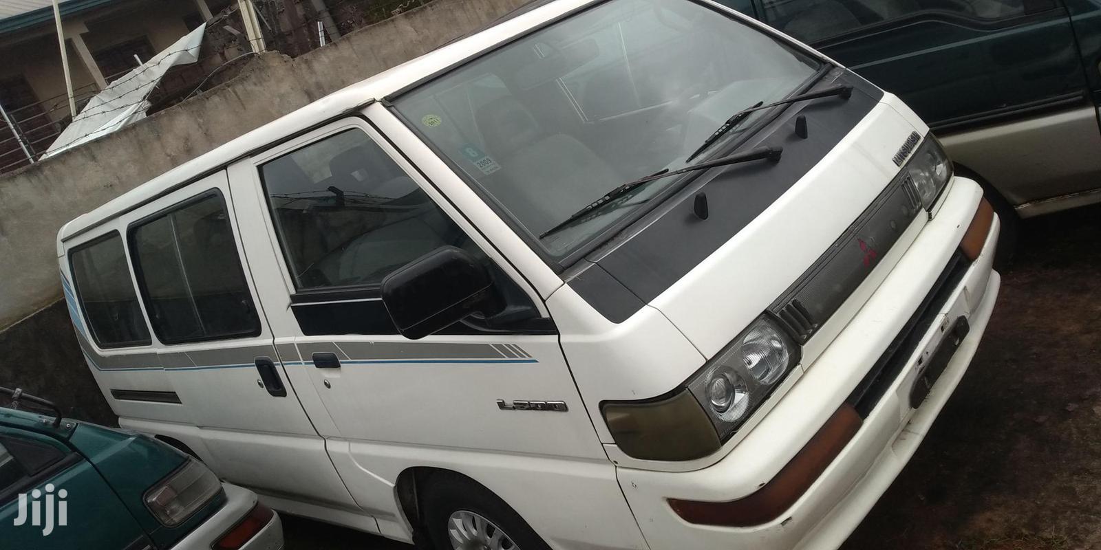 Mitsubishi L300 2004 White