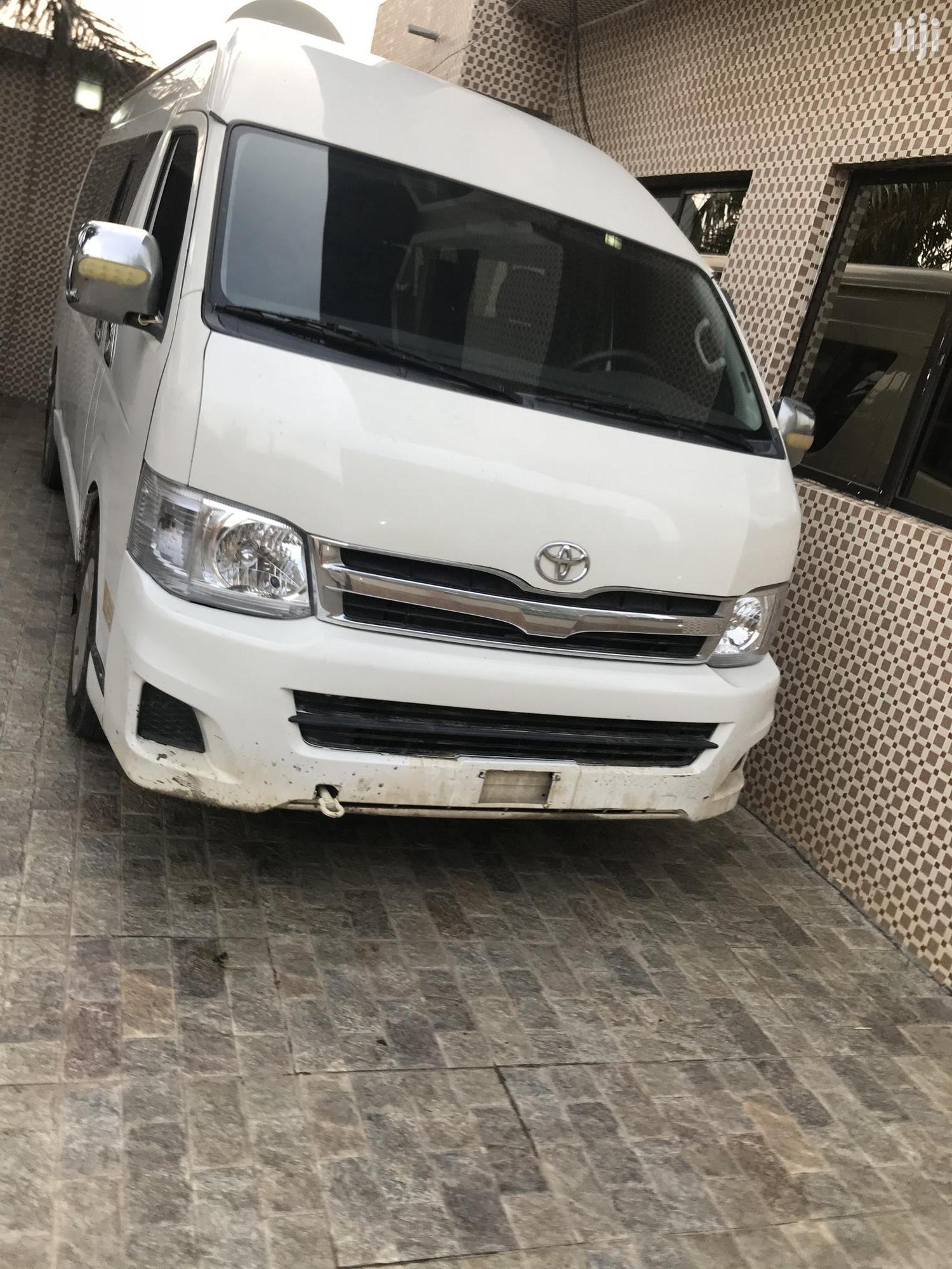 Toyota HiAce 2013 White