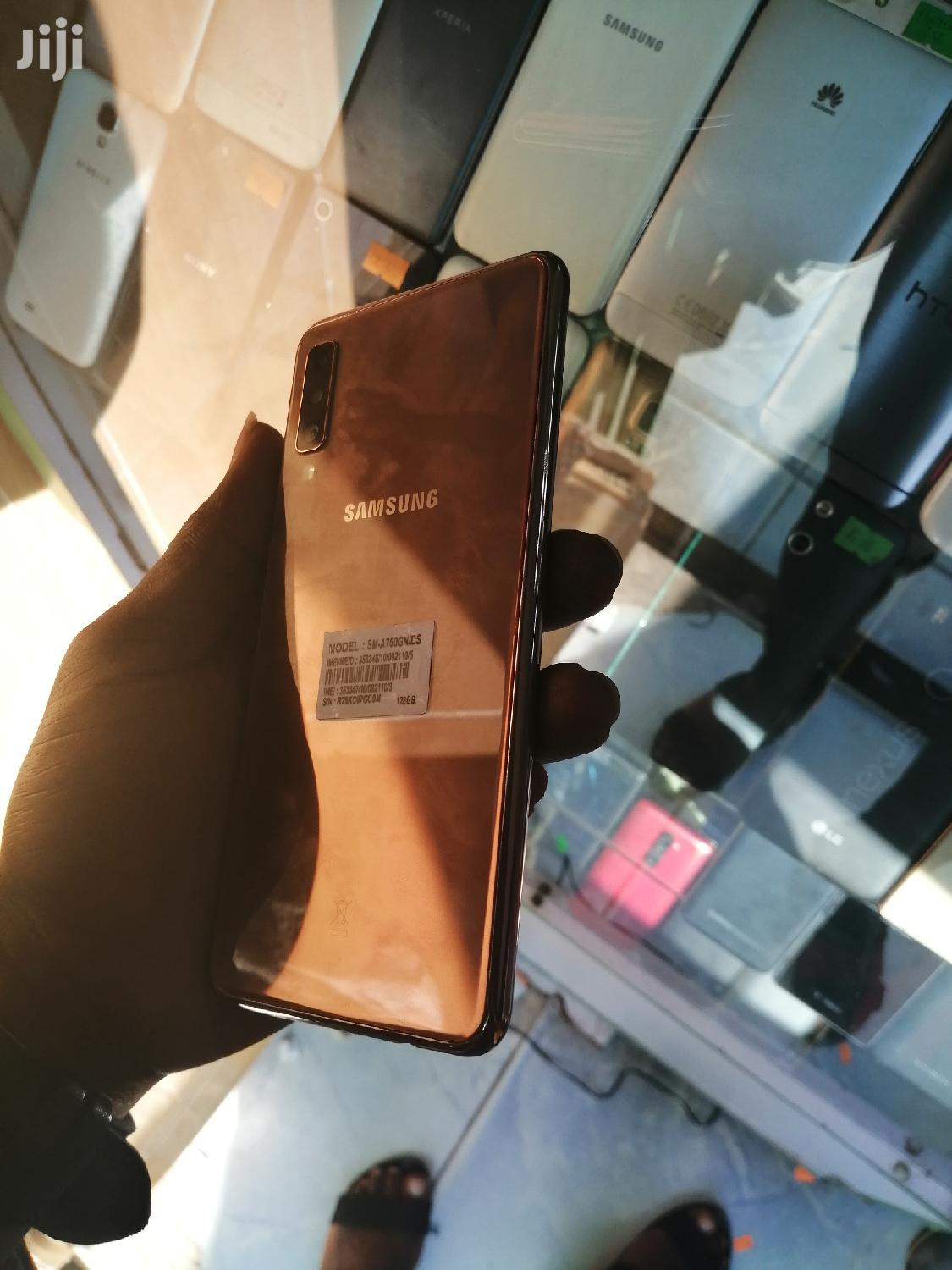 Archive: Samsung Galaxy A7 Duos 64 GB Gold