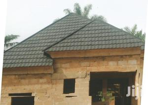 New Zealand Black And White Shingle Stone Coated Roofing Tiles   Building Materials for sale in Lagos State, Ikotun/Igando