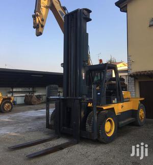 Caterpillar V250 Forklift   Heavy Equipment for sale in Lagos State, Surulere