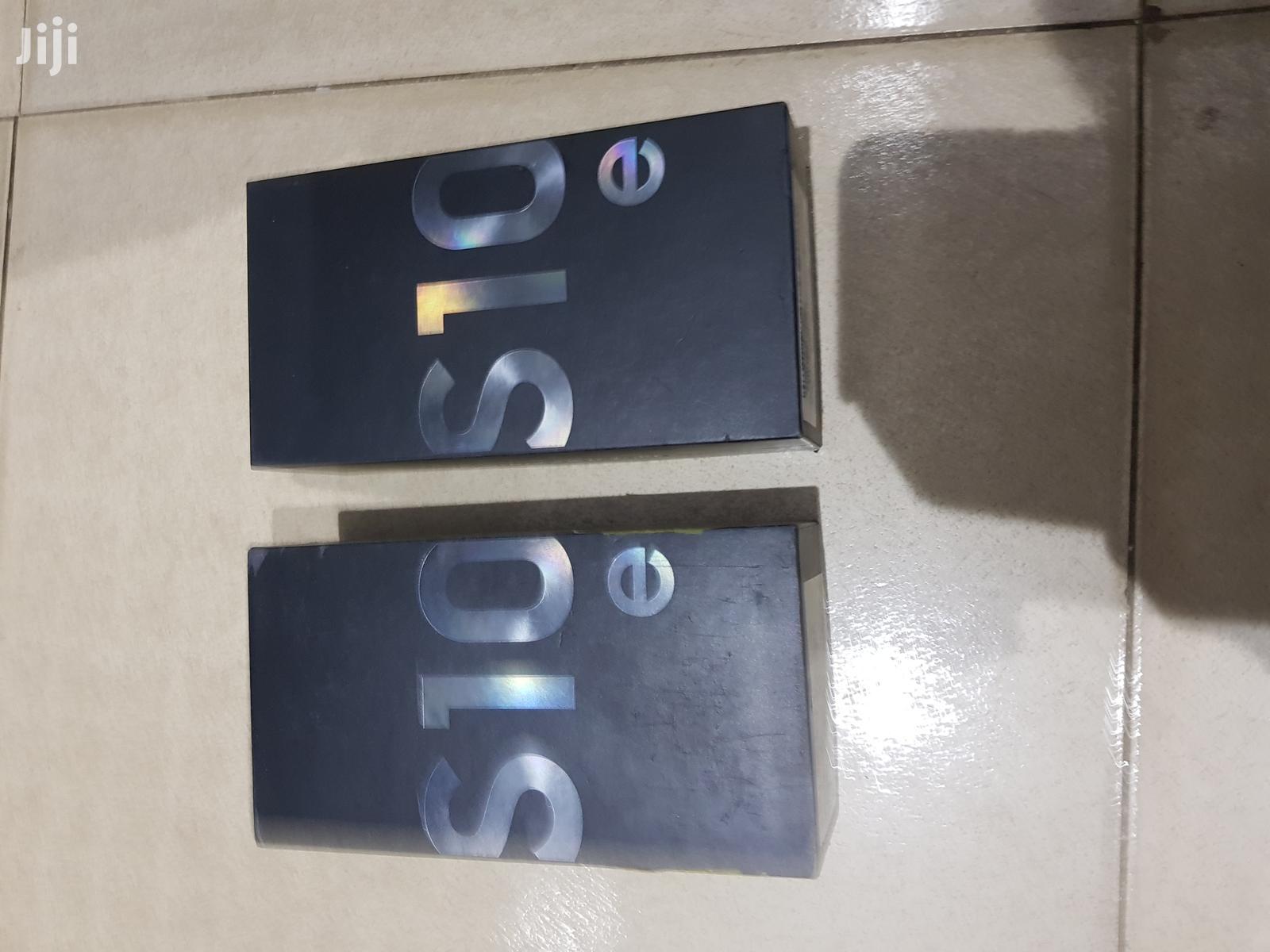 New Samsung Galaxy S10e 128 GB Black