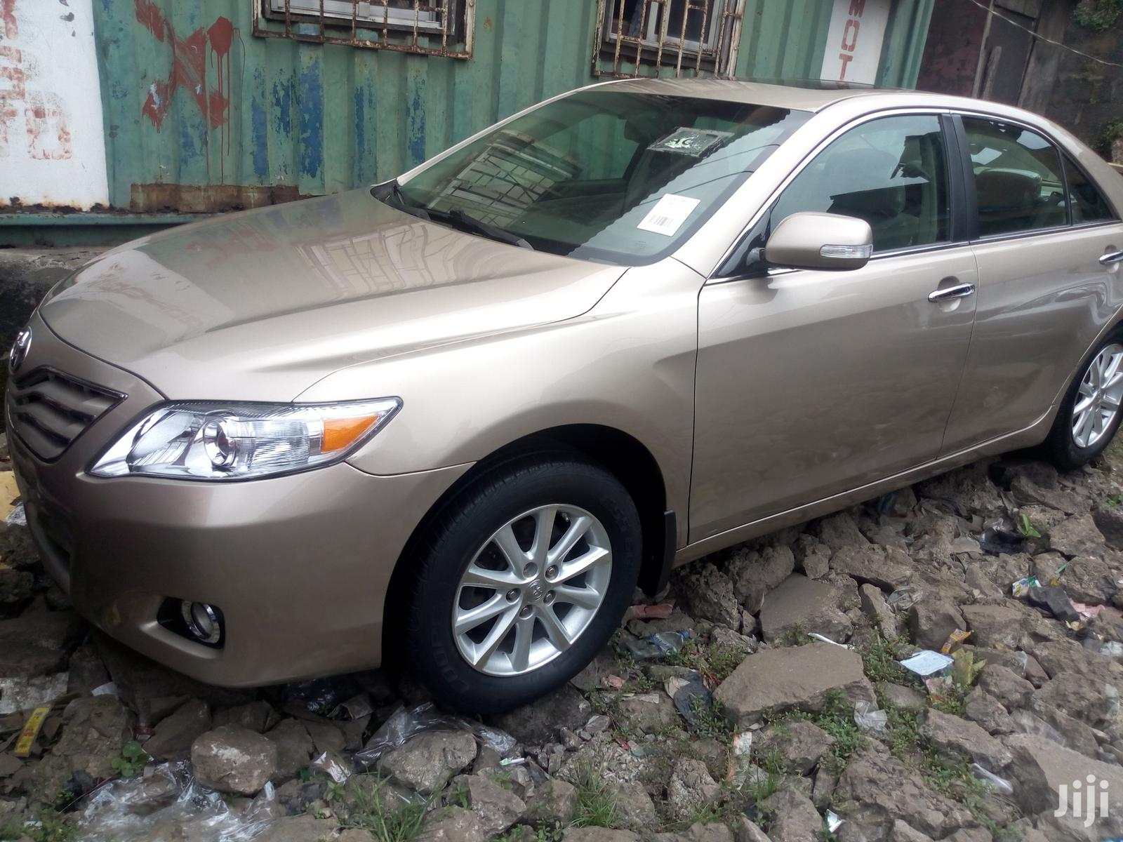 Toyota Camry 2010 Gold