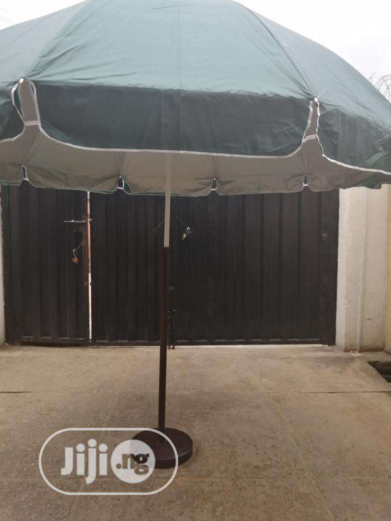 Affordable And Standard Parasol Umbrella With Modern Stand