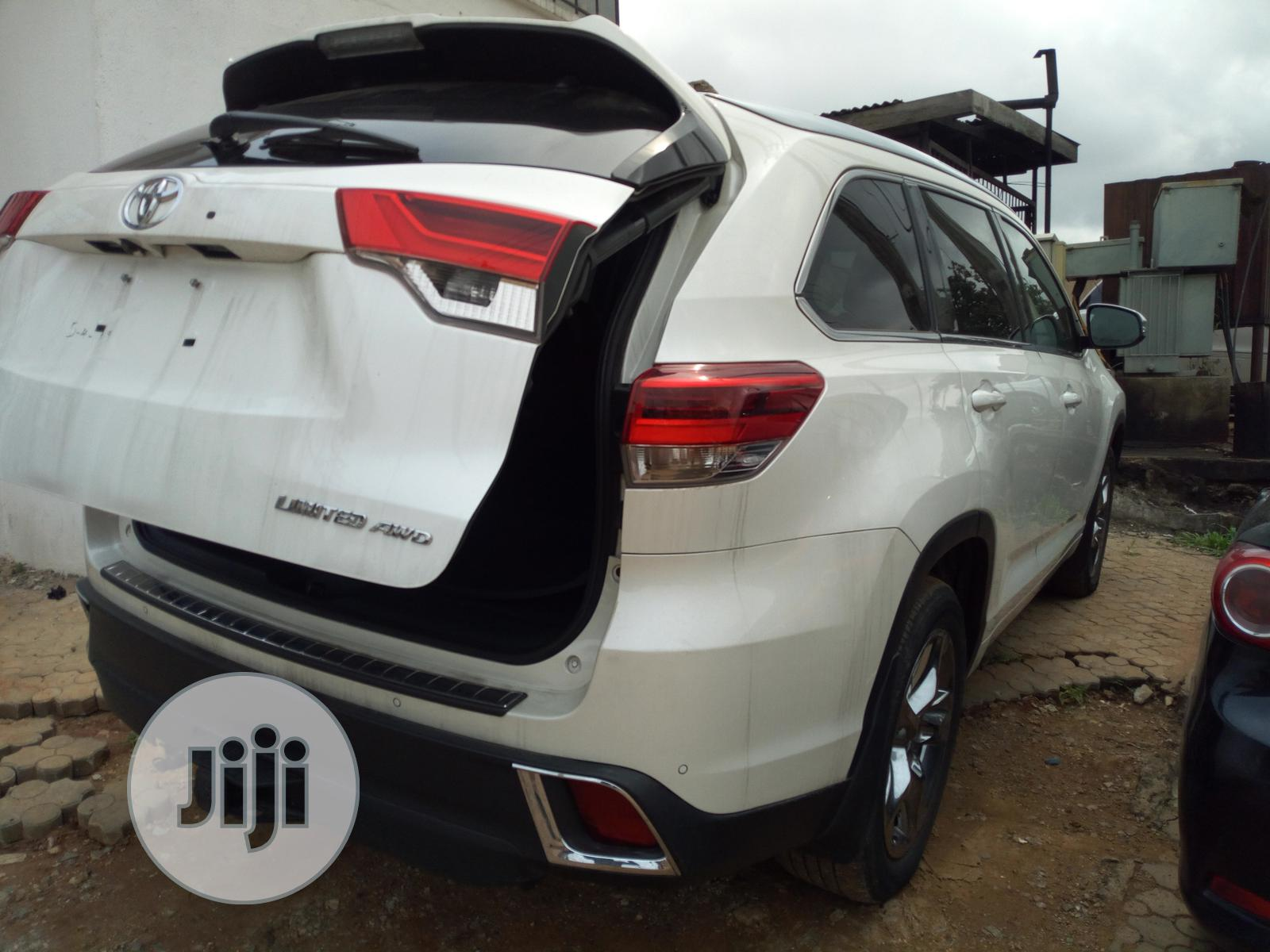 Toyota Highlander 2017 White | Cars for sale in Oshodi, Lagos State, Nigeria