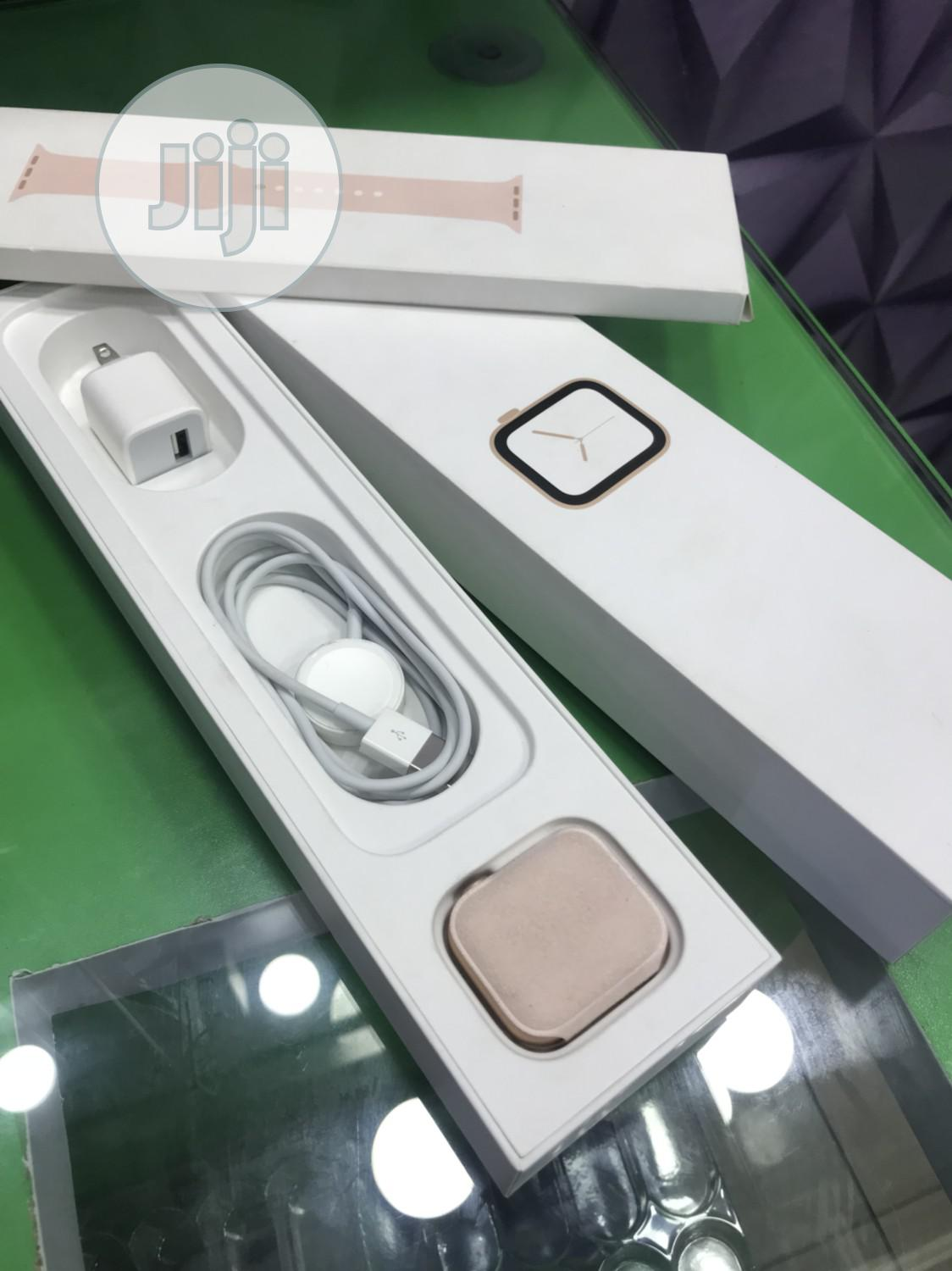 Apple Watch Series 5 40mm Gold | Smart Watches & Trackers for sale in Ikeja, Lagos State, Nigeria