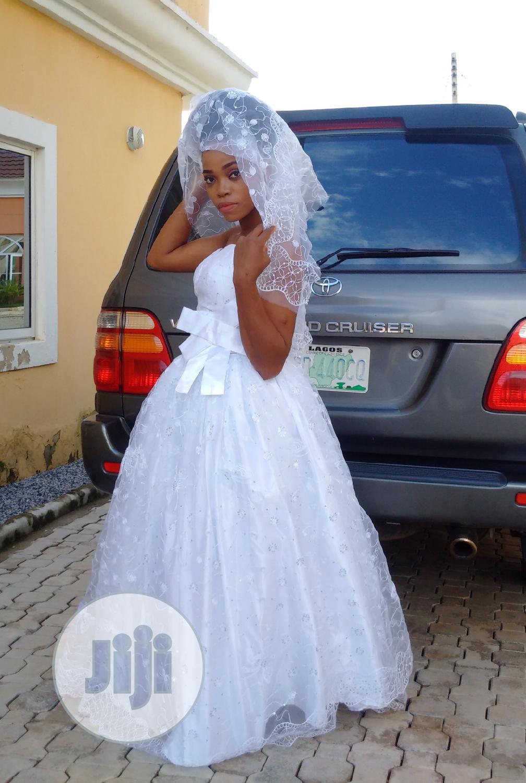 Princess Swthrt Neckline Ball Wedding Gown Wit Detachable Waist Sash | Wedding Wear & Accessories for sale in Kubwa, Abuja (FCT) State, Nigeria