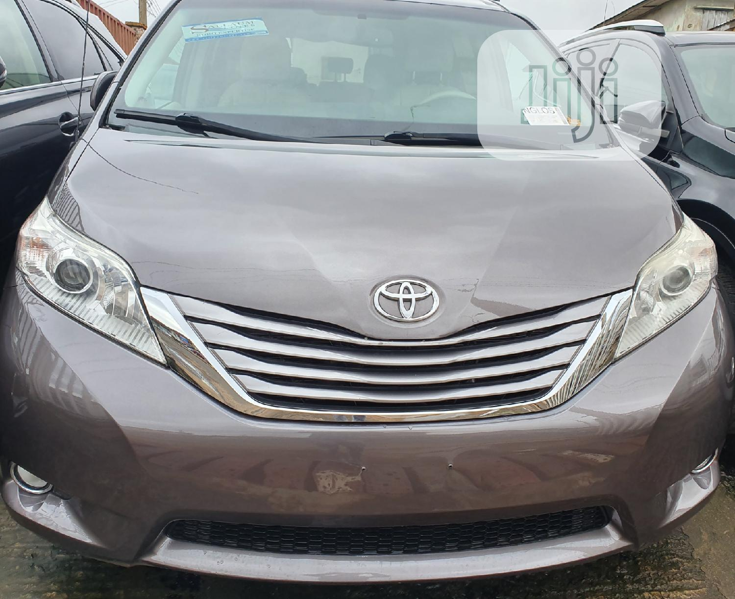 Toyota Sienna 2013 XLE FWD 8-Passenger Gray | Cars for sale in Ibadan, Oyo State, Nigeria