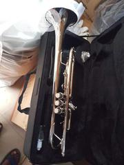Yamaha Silver Trumpet Wit Trumpet Oil And Accessories | Musical Instruments & Gear for sale in Lagos State, Ojo