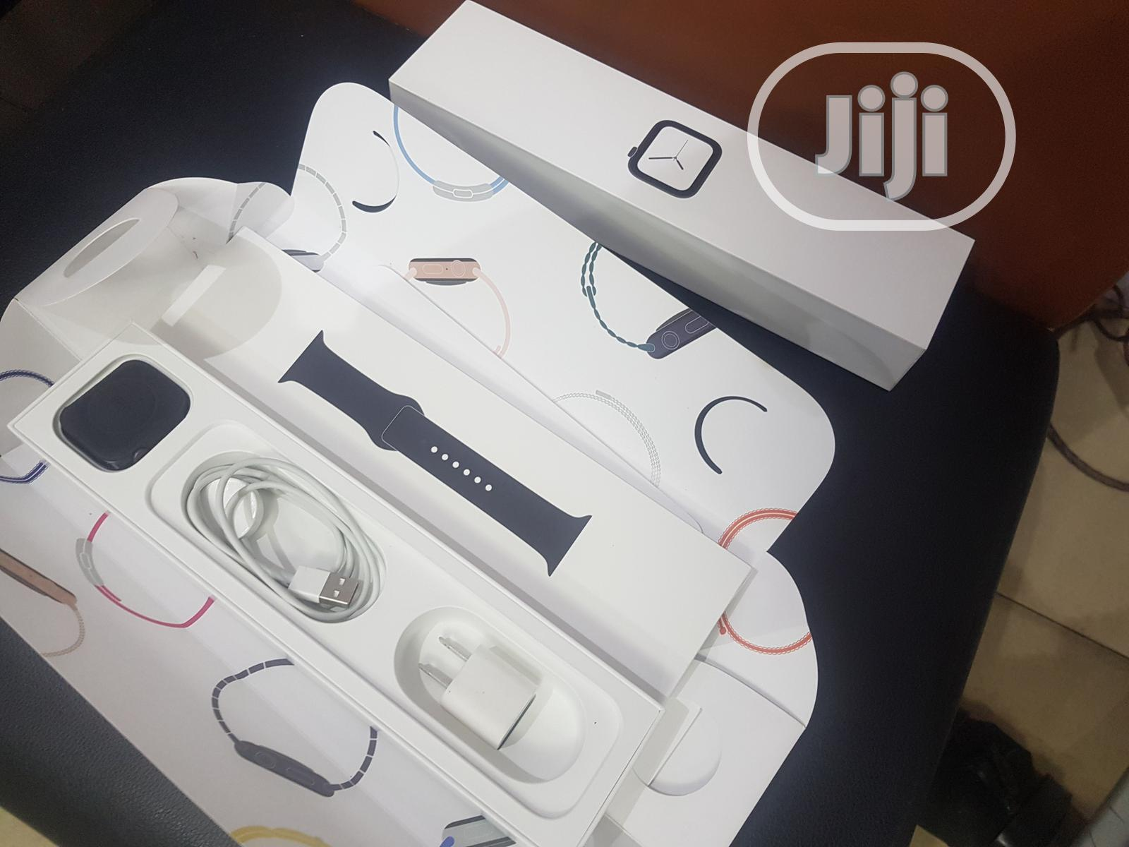 New Apple Iwatch Series 5 44mm Gps Cel for Sale   Smart Watches & Trackers for sale in Ibadan, Oyo State, Nigeria