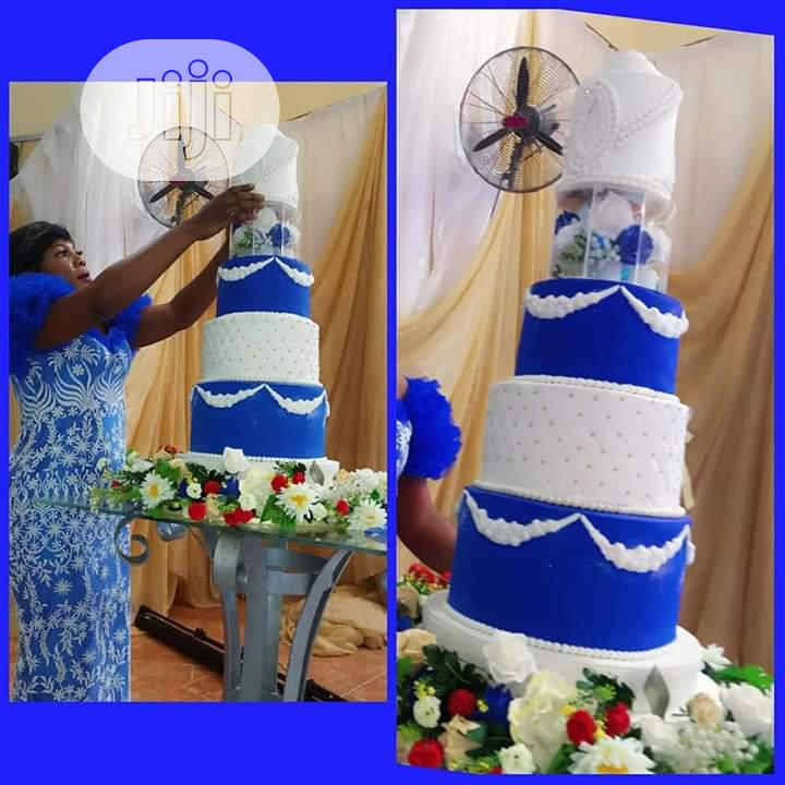 Archive: White And Gold Wedding Cake