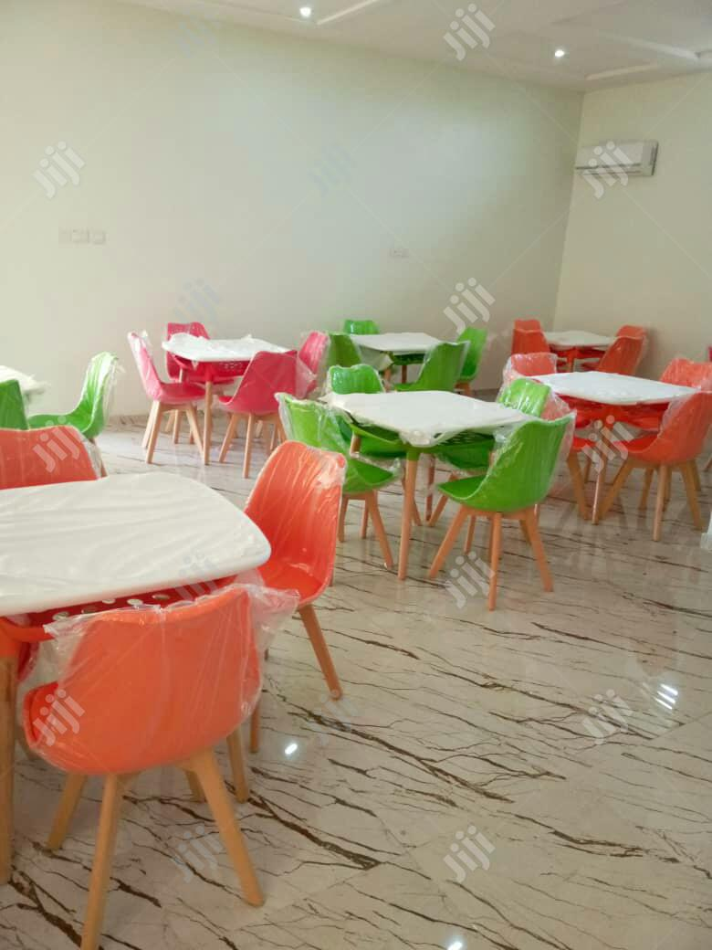 Classic Resturant Set Of Chair And Table
