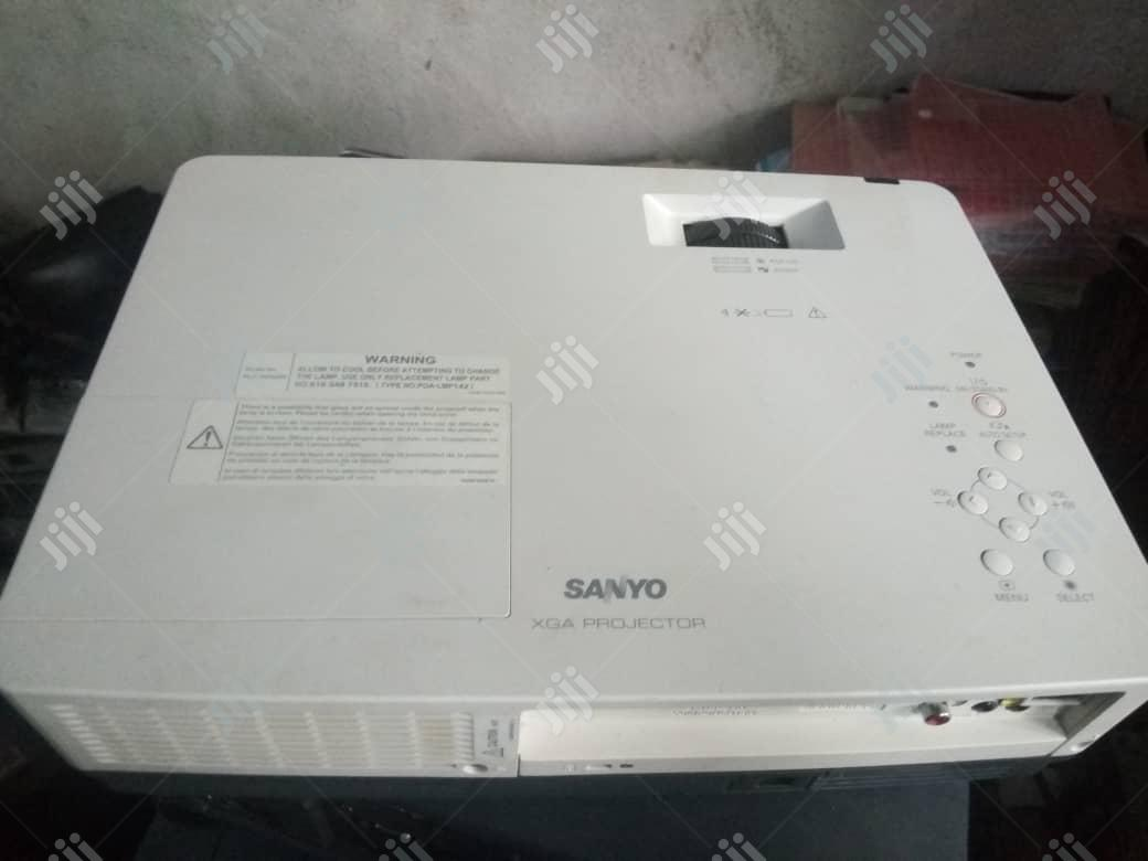 Clean And Bright Sanyo Projector | TV & DVD Equipment for sale in Ojo, Lagos State, Nigeria