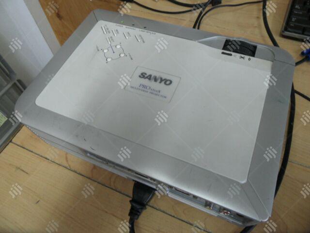 Sanyo 2500 Lumens PLC-XU74HD