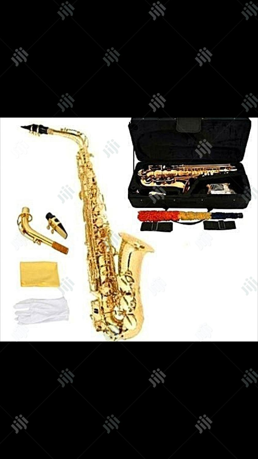 Archive: Yamaha Professional Alto Gold Saxophone With Accessories