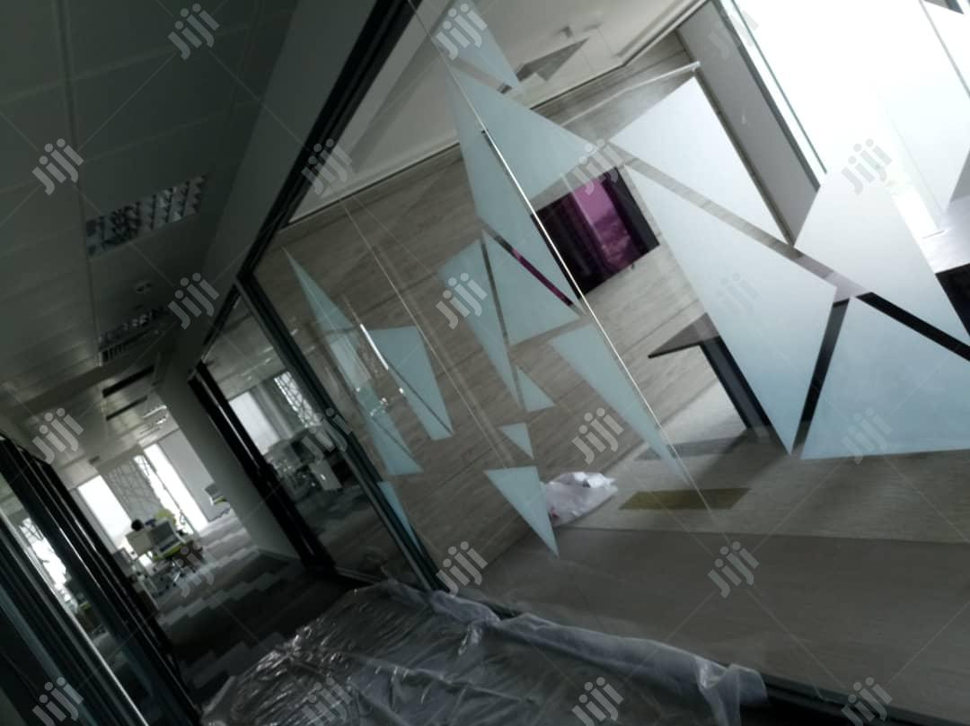 Archive: Frameless Tampered Glass Partition