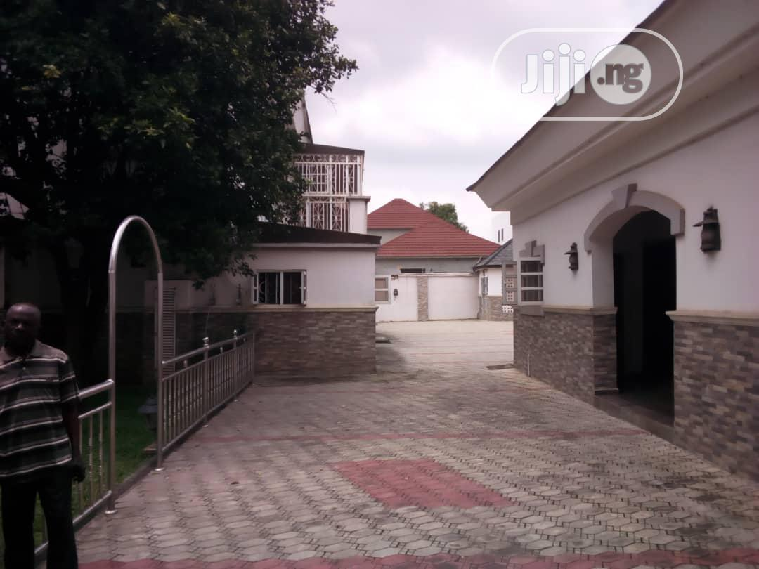 Archive: Distress Sale Of 5bedrooms Detached Duplex With Guest Charlet And BQ