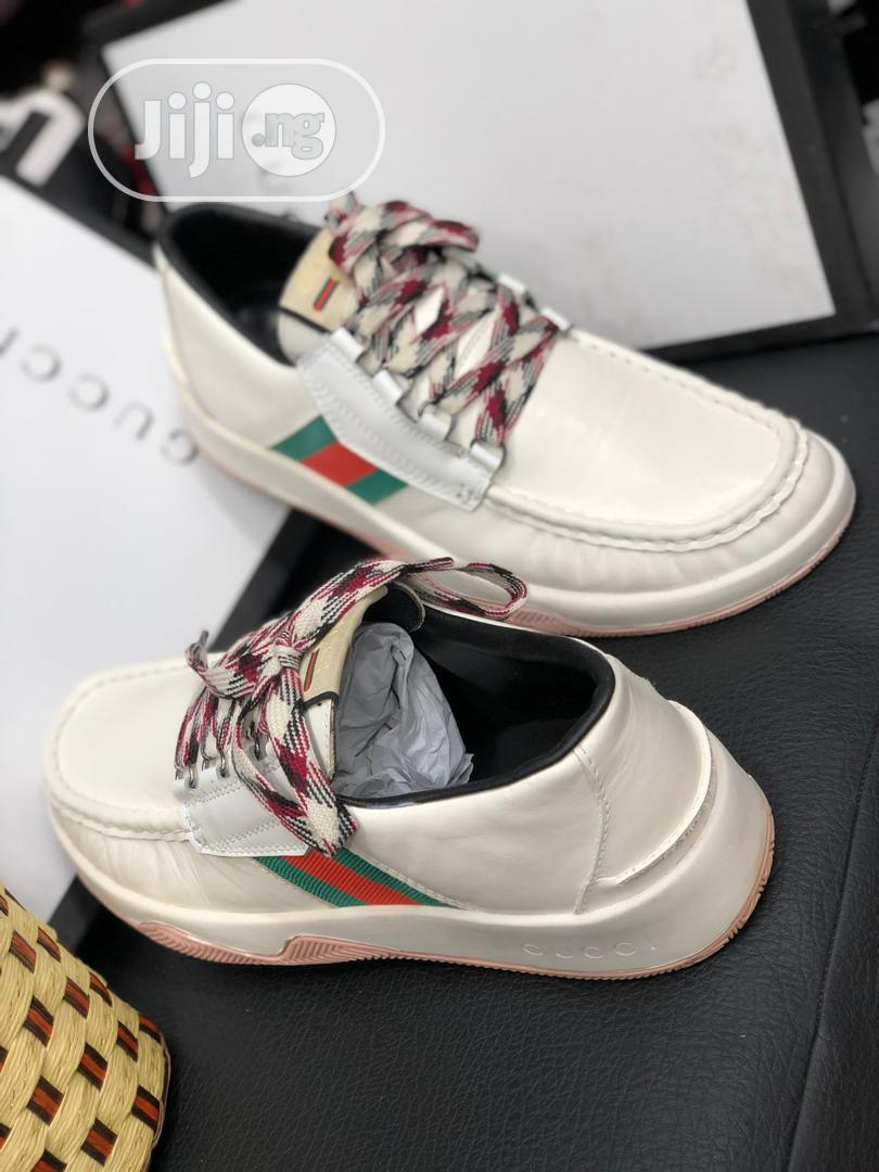 Gucci Canvas Available in White and Black Pick Your Preferred | Shoes for sale in Lagos Island (Eko), Lagos State, Nigeria