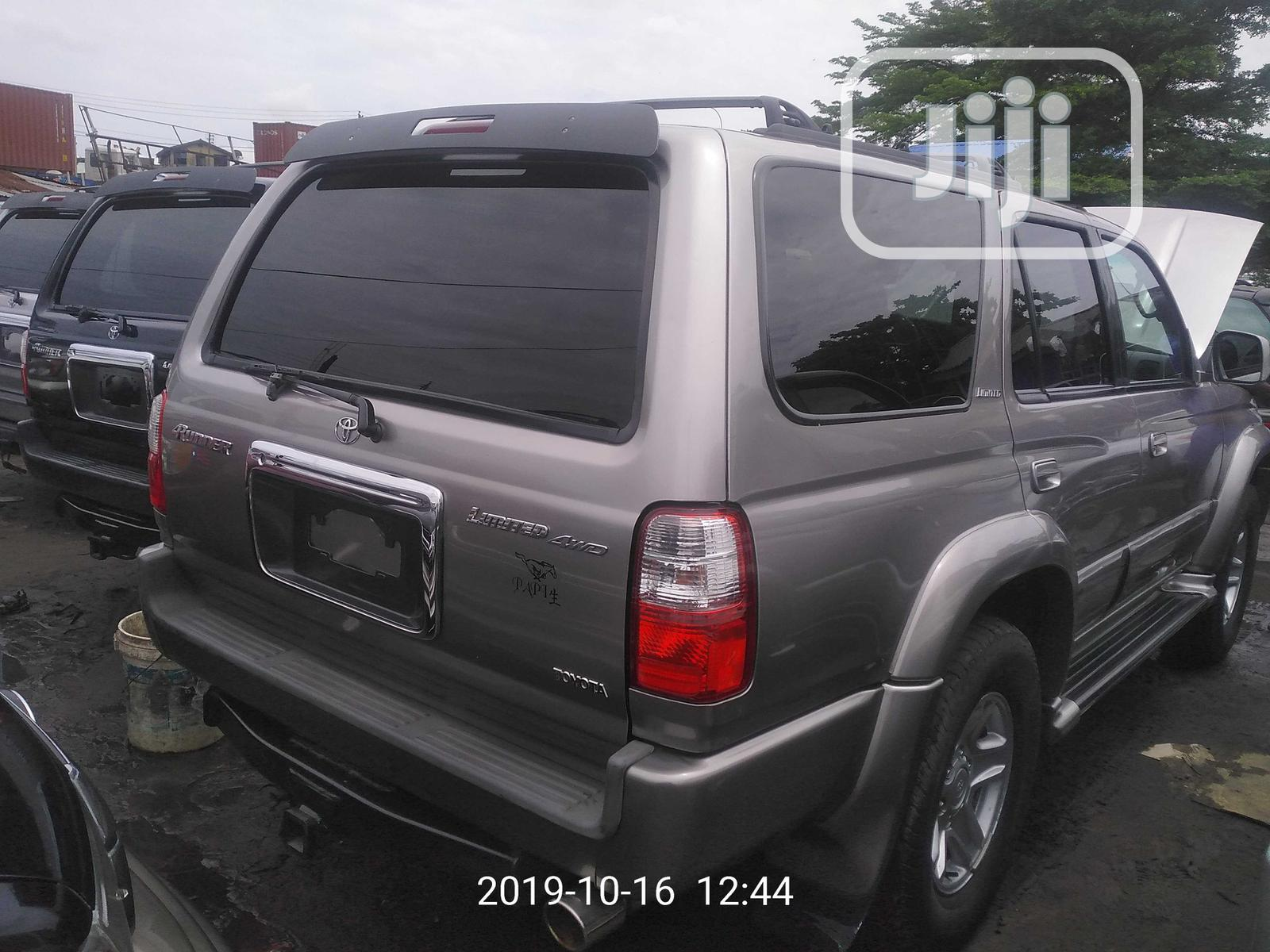 Archive: Toyota 4-Runner 2002 Gray