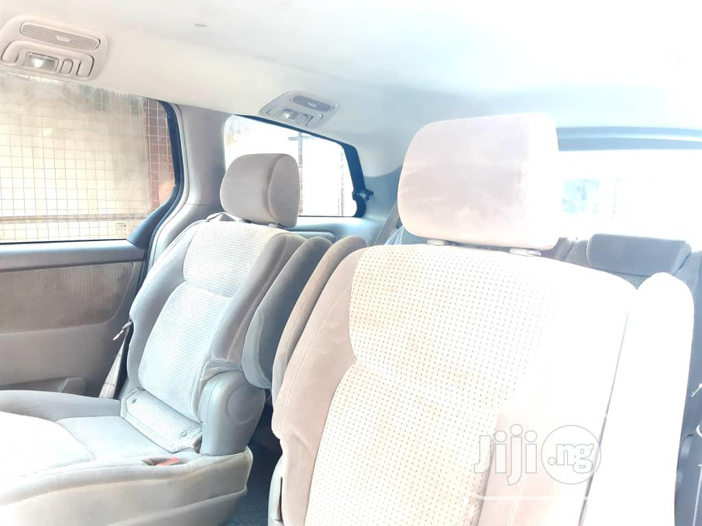 Archive: Clean Toyota Sienna For Charter