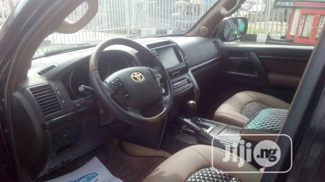 Archive: Toyota Land Cruiser 2010 Black