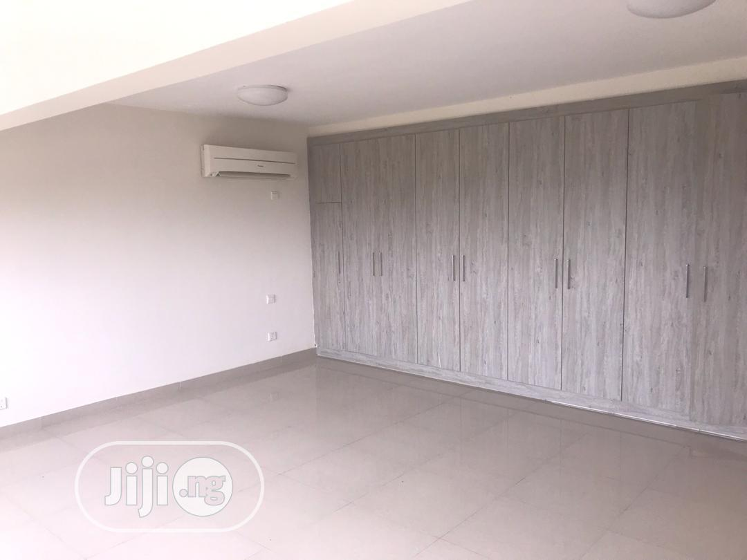Archive: Brand New Luxurious Highrise Three Bed Penthouses