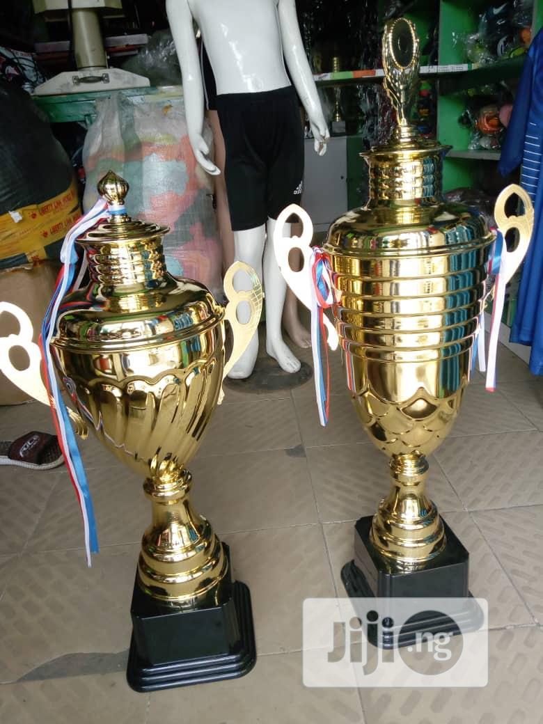 Gaint Trophy (Gold)