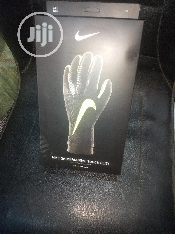 Nike Mercurial Goalkeeper Glove