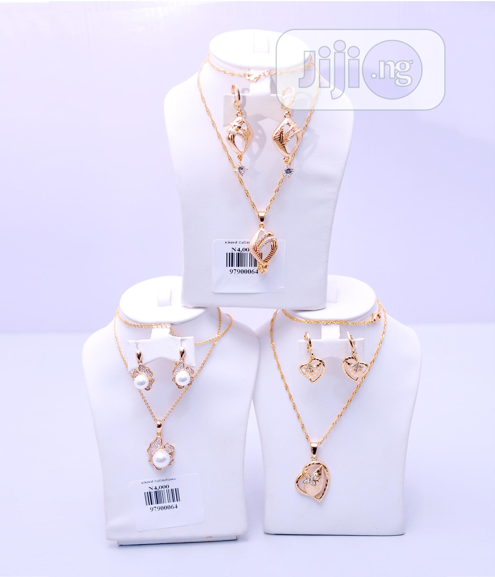 Quality And Unique Ladies Necklace And Ear Rings With Pendant..