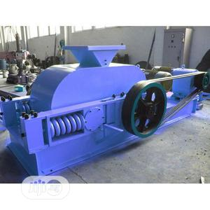 Stone Crusher Machine - Double Roller Stone Crushing Machine