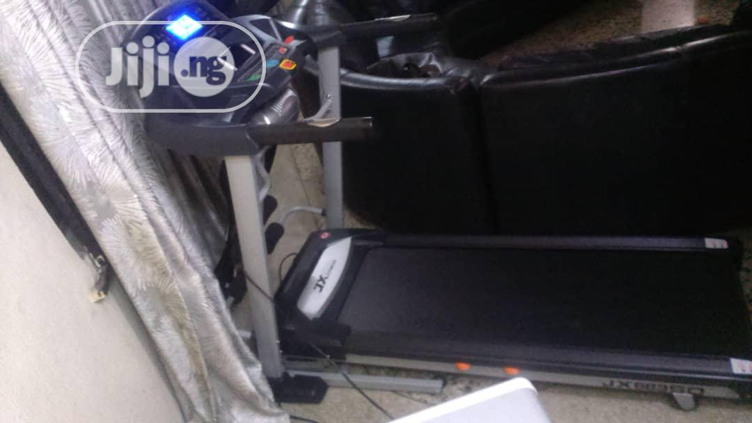 2.5hp Treadmill With Massager, Music And Incline