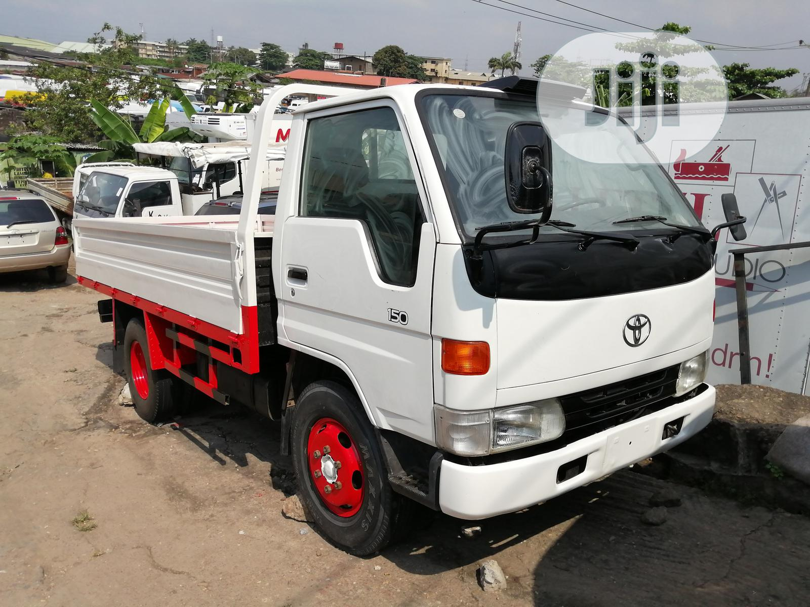 Toyota Dyna 2002 White
