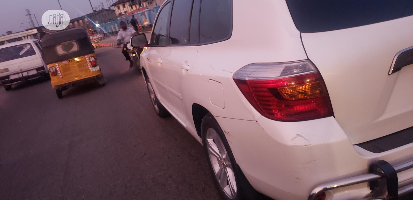 Toyota Highlander 2010 White   Cars for sale in Surulere, Lagos State, Nigeria