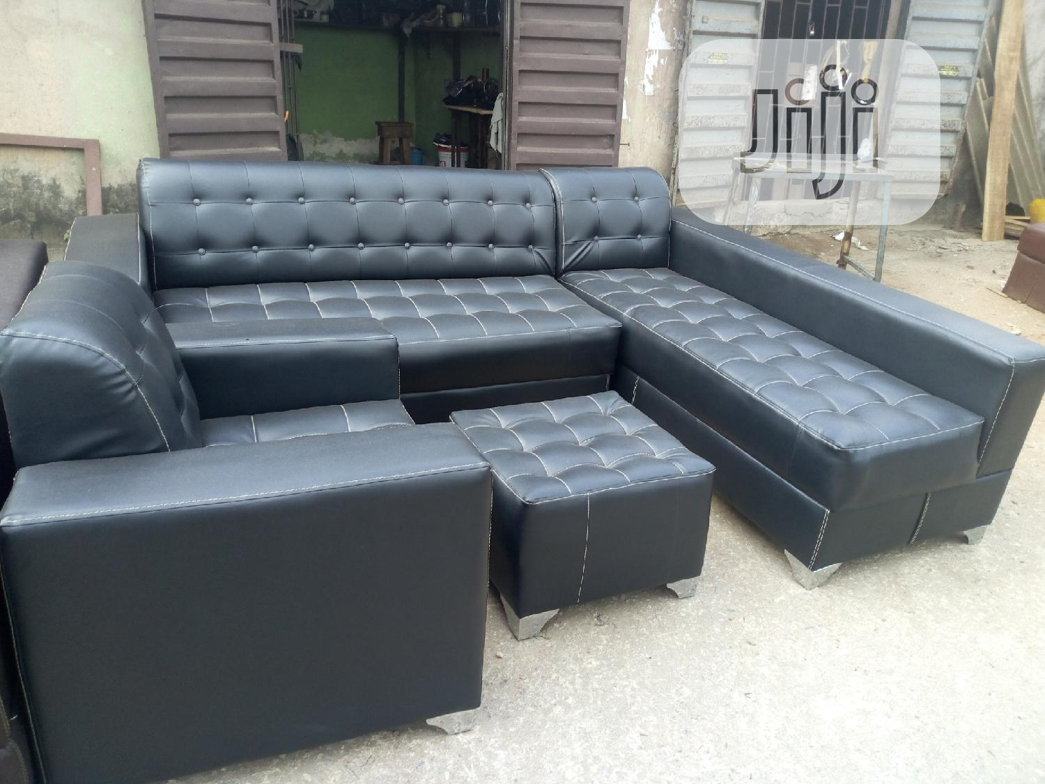 L Shaped Sofa Wit Single Comfortable and Convinent for Relaxation