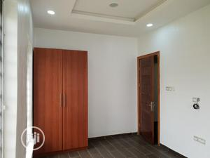 TO LET: Serviced Clean 3 Bedroom Flat At Lekki Phase 1.   Houses & Apartments For Rent for sale in Lagos State, Lekki