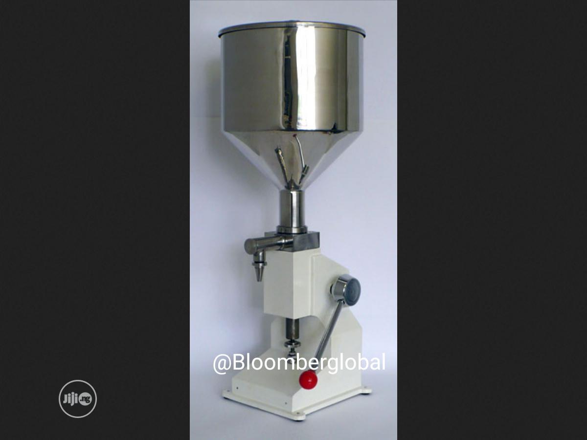 Manual Liquid Filling Machine For Cream Paste Shampoo Cosmetic