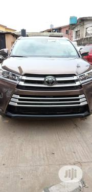 Toyota Highlander 2017 SE 4x4 V6 (3.5L 6cyl 8A) Brown | Cars for sale in Lagos State, Surulere