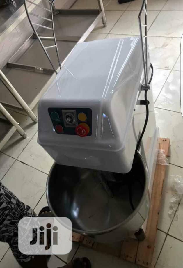 Spiral/Dough Mixer 30liters 12.5kg