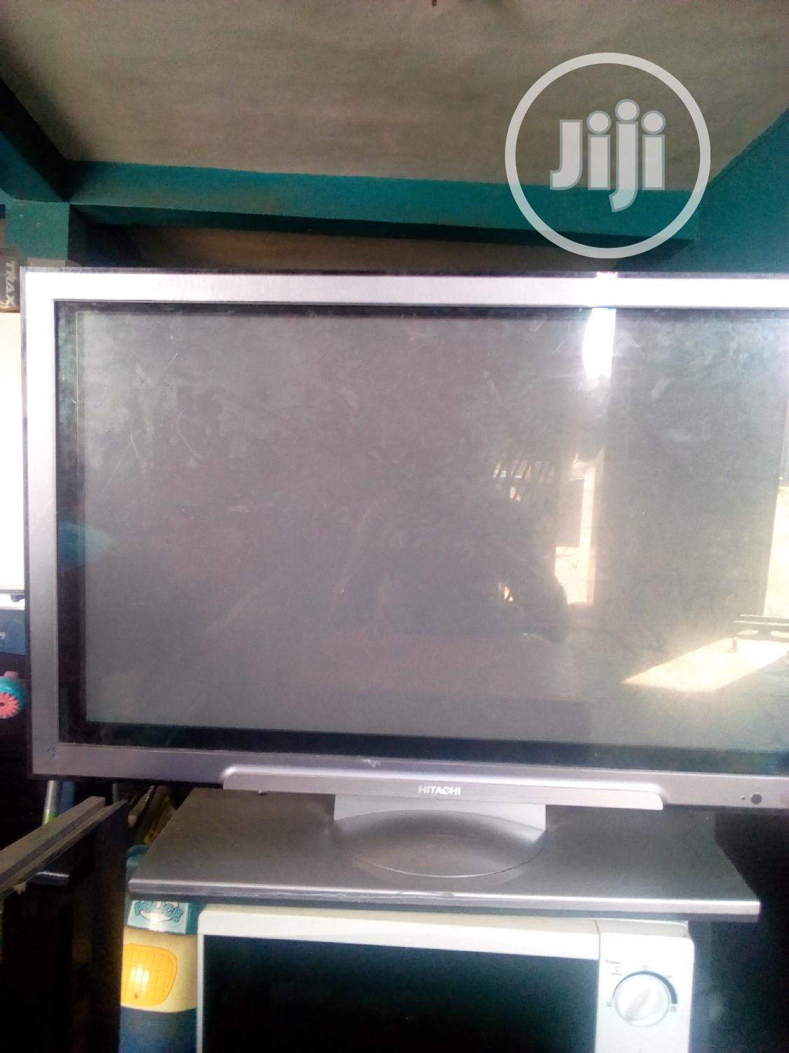 Hitachi Tv 32 Inches Lcd Very Clean Tokunbo