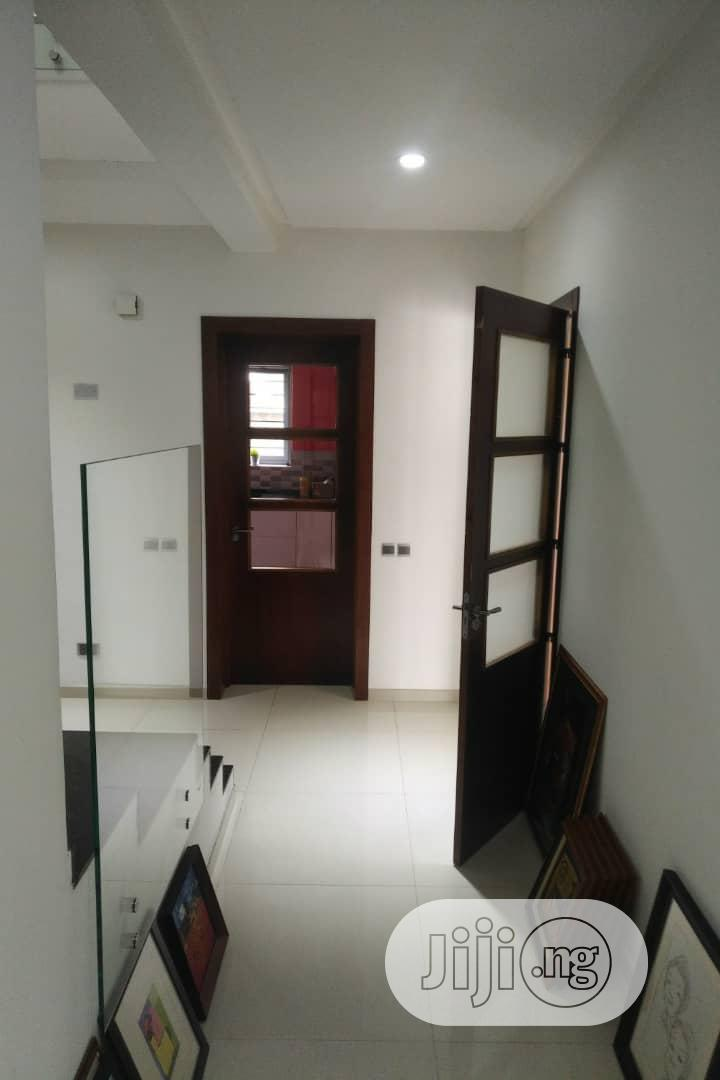 Archive: 5 Bedrooms House Off Admiralty Road Lekki Phase 1