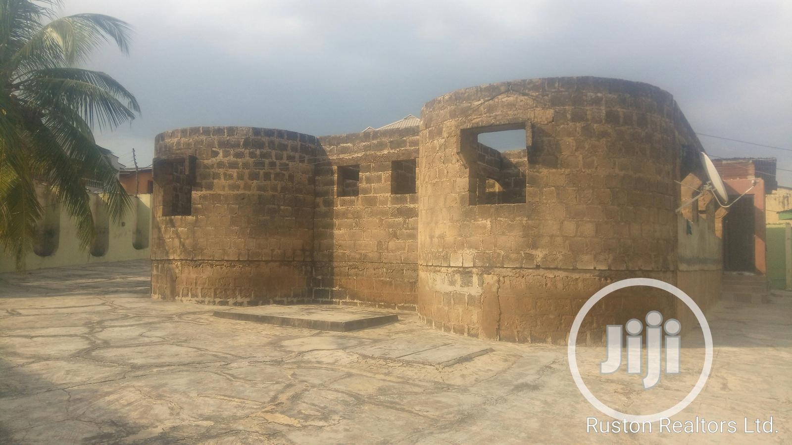 Uncompleted Building With Bungalow At Oluyole Estate   Houses & Apartments For Sale for sale in Ibadan, Oyo State, Nigeria