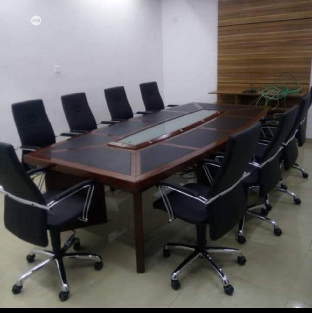 Excutive Conference Table With Glass Dimacatipn