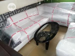 White Sofa Chair 7 Seater Set With Center Table Good Quality | Furniture for sale in Lagos State, Oshodi